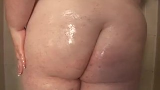 Redhead SSBBW Oils Up In the Shower Cam tits