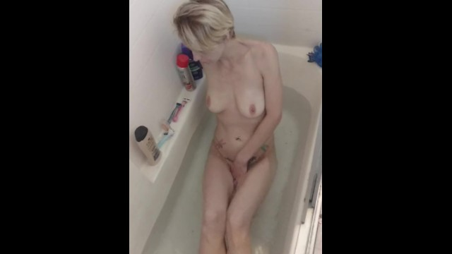 Pan asian chapel street - Skinny short haired wife teasing in the bath