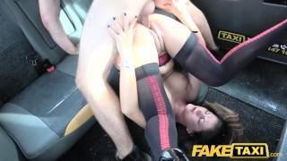 假出租车女朋友最后一次在性感内衣采取公鸡