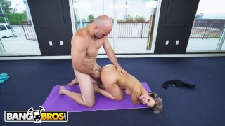 BANGBROS - PAWG Jada Stevens Teaches J-Mac All About Yoga Knee nutaku
