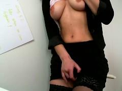 Masturbate at work : Day 52 : Standing up orgasm