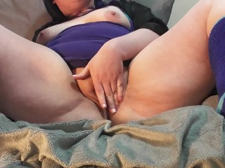 BBW College Nerd Plays With Herself in Lingerie Until She Cums