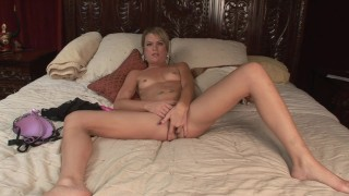 HOT PAWG BLONDE MOM LETS YOU WATCH AS SHE PLAYS IN HER BED