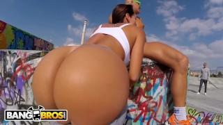 BANGBROS - European MILF Franceska Jaimes Public Anal Sex With Nacho
