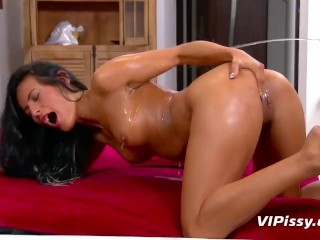 Hot girl deep throats 5 dicks