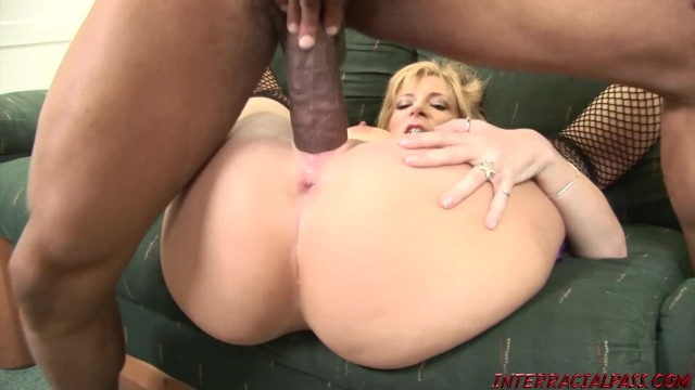 Huge Tits Milf Sara Jay Stretches Out Her Pussy For -5358