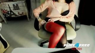 Lusty Sonya on Flirt4Free Fetish - Dirty Talkin Babe Toys with Feet & Dildo Burping toys