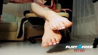 Lusty Sonya on Flirt4Free Fetish - Dirty Talkin Babe Toys with Feet & Dildo Solo toys