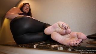 Mature Feet Solo