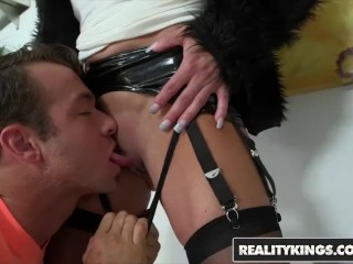 RealityKings - Milf Hunter - Chad White and Raquel Sultra - Sultry Raquel
