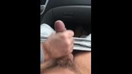 César Xes gets a handjob ina car a cums