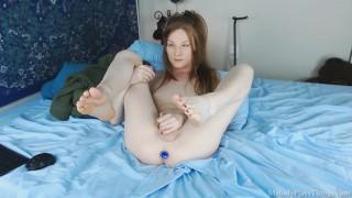 Pretty Girl With Cute Feet Fucks Herself Until She Cums