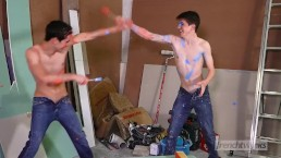 Tongues and fluids games between twinks Abel Lacourt & Paul Delay