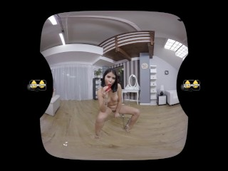 Virtual porn with Lady Dee and her dildo filled pissing pussy