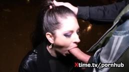 italiaans meisje Rebecca brutaal geneukt op straat, deepthroating anaal neuken