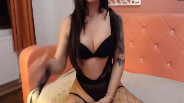 Shemale with perfect Booty shows on cam 1