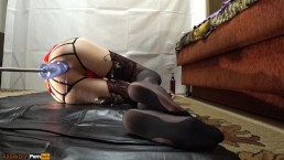 TS Girl fucked on the side of a Fucking-machines