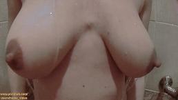 Sesso stupefacente in doccia, pompino e doggy for coppia amatoriale