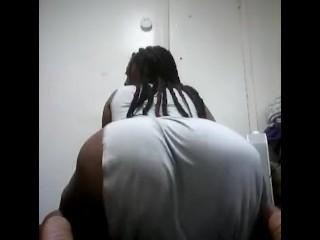Ebony ass shake...