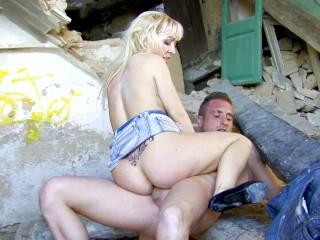 Perfect body blonde alexa diamond enjoys...