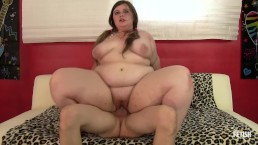Teen BBW fucks a skinny guy with passion