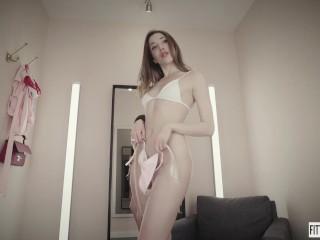 Teen Melissa White first ever public masturbation wearing sexy bikini