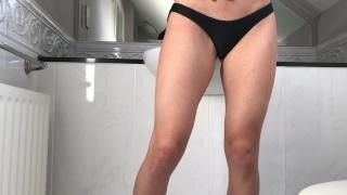 Petite salope étroite défoncée par un inconnu dans une chambre d'hôtel porno