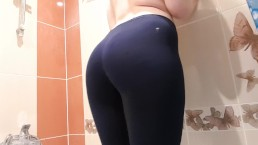 Girl peeng in yoga pants