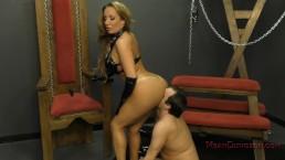 Mistress Richelle Ryan Makes Her Slave Worship Her BIG ASS - Femdom