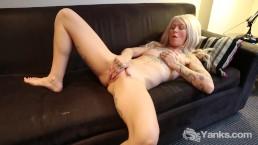 Yanks Blondie Gina Cherie Rubs Her Clit Red