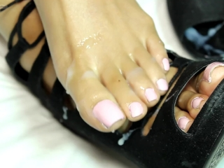 Footjob Amateur Loren Love gets Her High Heels Cum Coated by Black Cock
