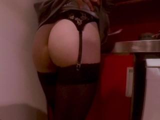 Mon objet sexuel se fait sodomiser et fait ma vaisselle en même temps, DOLL