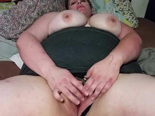 Hot BBW Wifey Rubs Clit to Orgasm! Close UP!
