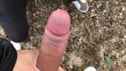Je fais gicler un étranger dans la forêt