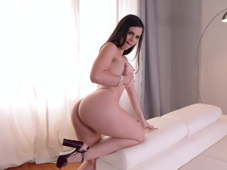 Booty Bonanza - Spanish Señorita Shows Off Her Curvy Ass