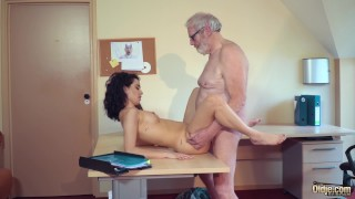 Cute Teen Fucked by Big Cock Grandpa Cums in her mouth with cumplay porno