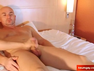Full-video : Alex horny straight dude in a porn in spite of him !