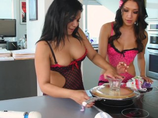 Lesbian Cooking Show with Emy Reyes and Vicki Chase - Pineapple cake