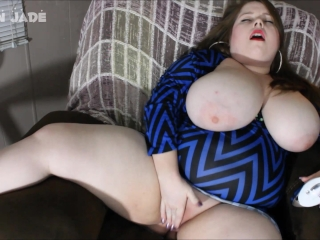 BBW With Huge Tits Cums With Womanizer Toy