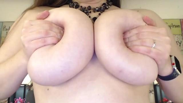 Big Tits;Brunette;Webcam;Verified Models;Solo Female big-boobs, huge-boobs, big-tits