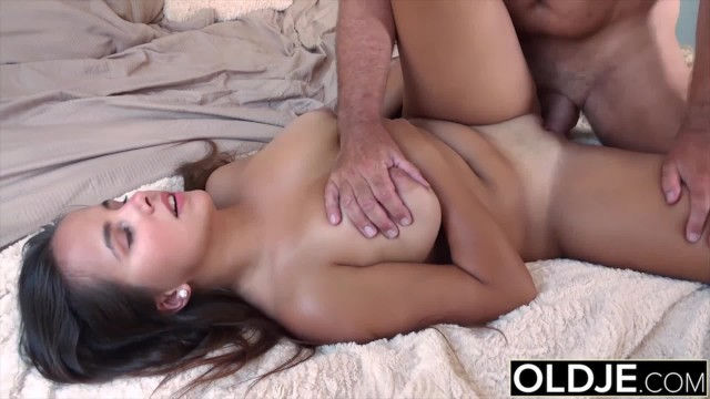 Grandpa Fucks Teen 18 Years Old Tight Pussy In Bedroom -2850