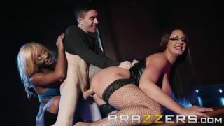 Brazzers  - 丰满的脱衣舞女分享幸运粉丝