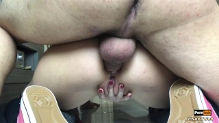 Son brunette cul jeune serr offre cum anal