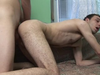 BIG COCK GUY GIVES HIS BUDDY BAREBACK COCK
