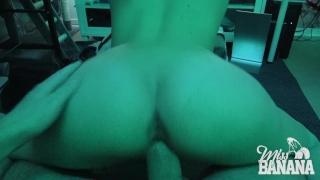 Multitasks gamer girl tits big