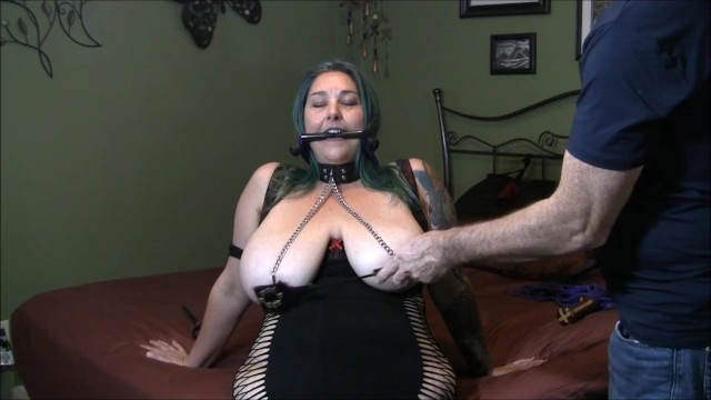 Streaming Gratis Video Nikita Mirzani Chastity wears a bridle collar and nip clamps having her tits tortured