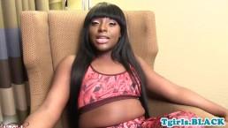 Chubby trans ebony fingers her asshole