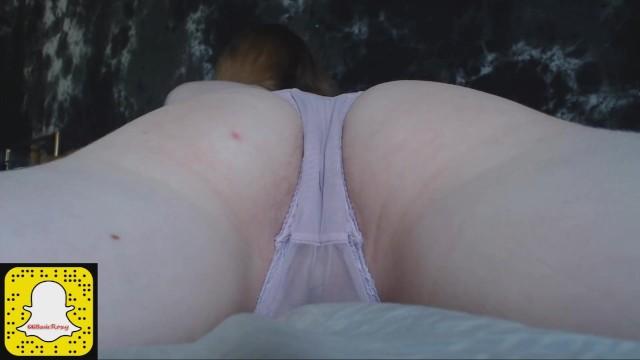女性の膣の中に。 極端なクローズアップと内視鏡ビデオ。