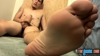 Young man Bentley tugging and jizzing on his pretty feet Babes kink