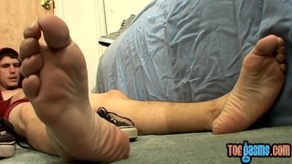Bentley on feet pretty young man his jizzing tugging and solo gay